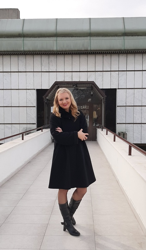 Ljiljana Šarac ispred Studija RTS-a u Košutnjaku